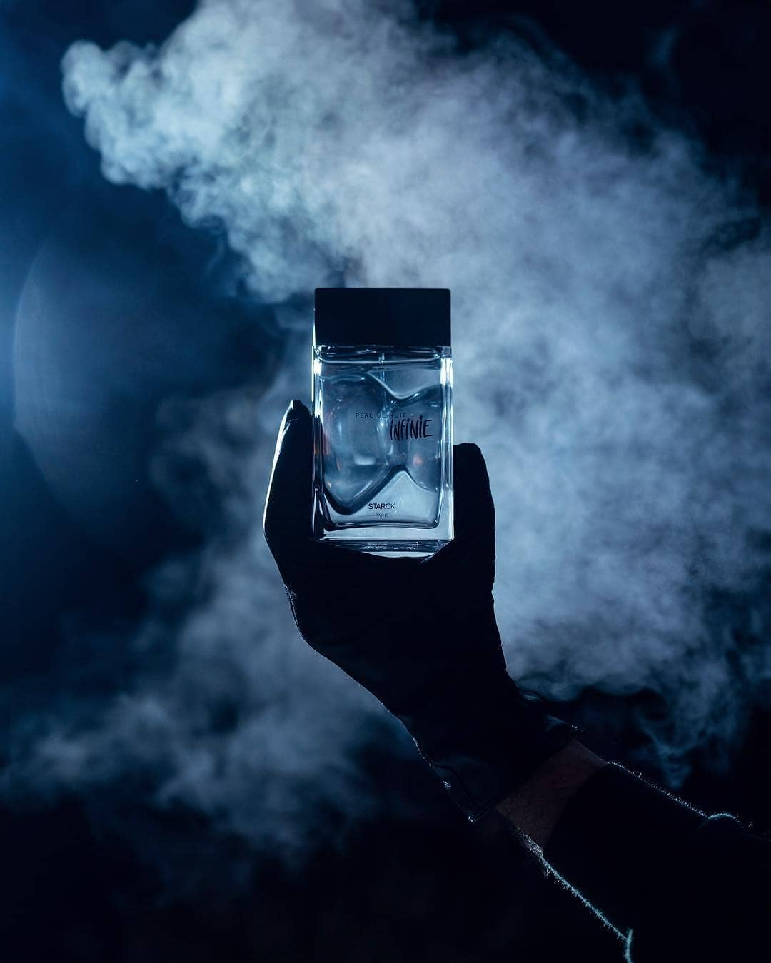 A leathery hint, with an animal yet velvety feel, a touch of dense, dark and sensual tenderness. @starck Photo by @nmastoras #starckparfums #PhilippeStarck #Starck #PeauDeNuitInfini #MaNuitInfini #StarckParfumsTribe